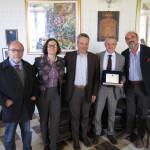 CALTANISSETTA:Consegnata a nome della città una targa ricordo all'ingegnere dell'Agenzia Spaziale, Salvatore Pignataro
