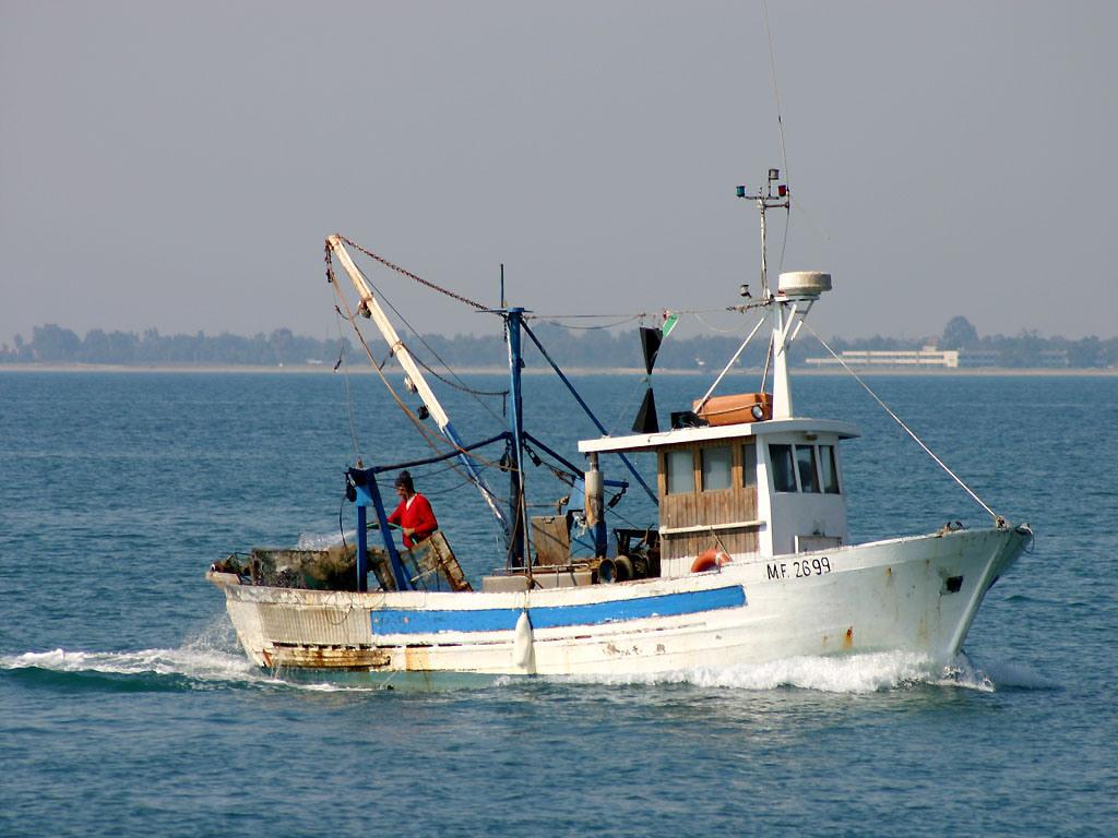 Anas pescatori pugliesi fermati in albania for Deputati di forza italia