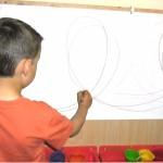 Il bambino dal semplice gesto grafico dello scarabocchio ne simboli la Grafomotricità