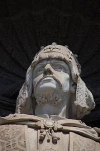220px-Palazzo_Reale_di_Napoli_-_Ruggero_il_Normanno